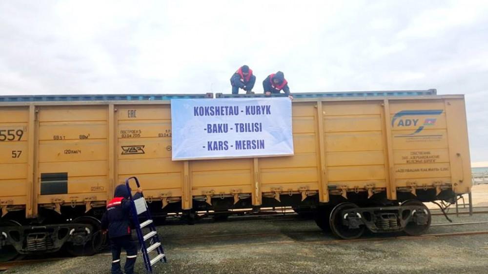 Bakı-Tbilisi-Qars dəmir yolu ilə hərəkət edəcək ilk yük qatarı artıq Kurık limanındadır