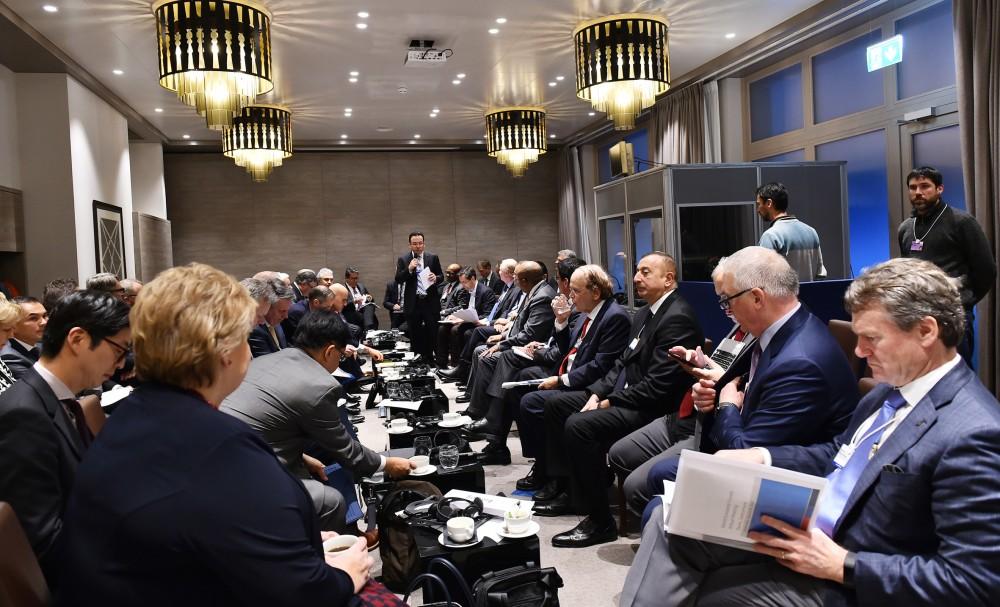"""Davos Forumu çərçivəsində """"Neft və qaz sənayesi siyasəti üzrə liderlərin toplantısı"""" adlı sessiya keçirilib Prezident İlham Əliyev sessiyada iştirak edib"""