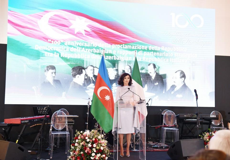 Romada Azərbaycan Xalq Cümhuriyyətinin 100 illik yubileyi münasibətilə rəsmi ziyafət verilib