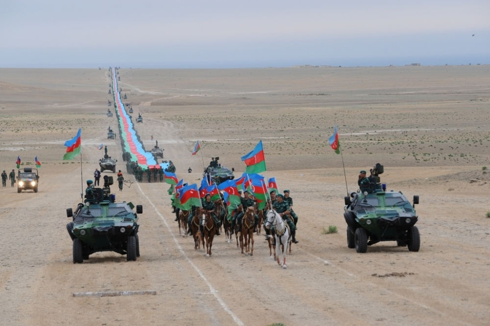 Border-guards march with 5 km 100 meter-long state flag