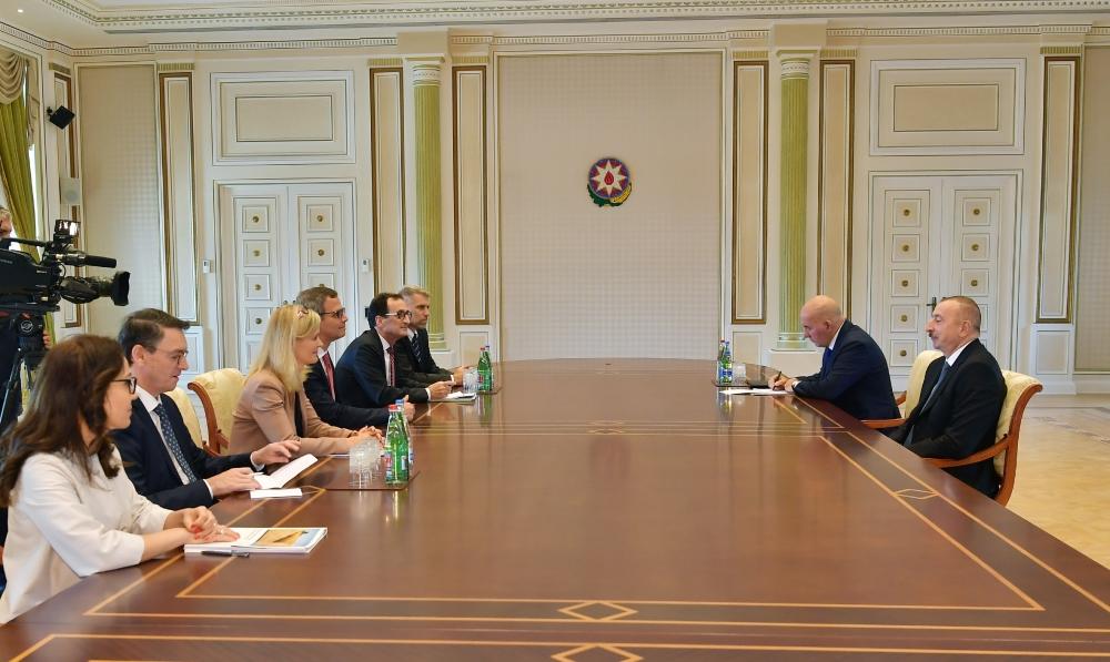 President Ilham Aliyev received delegation led by vice-president of International Finance Corporation