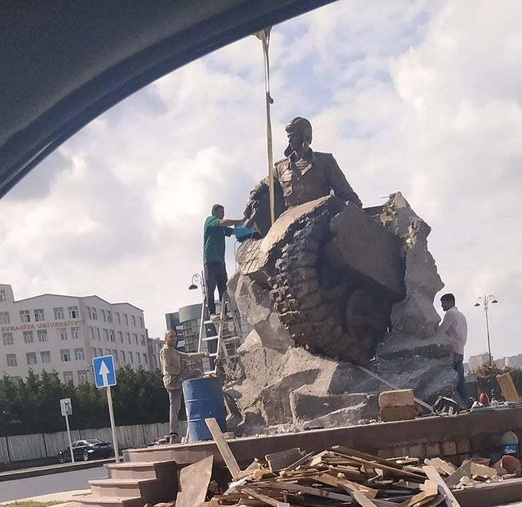 Monument to National Hero Albert Agarunov erected in Baku