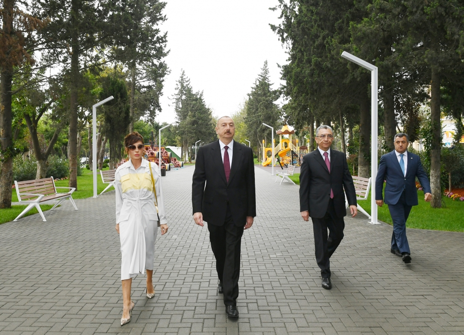 President Ilham Aliyev viewed conditions created at newly-reconstructed park in Baku
