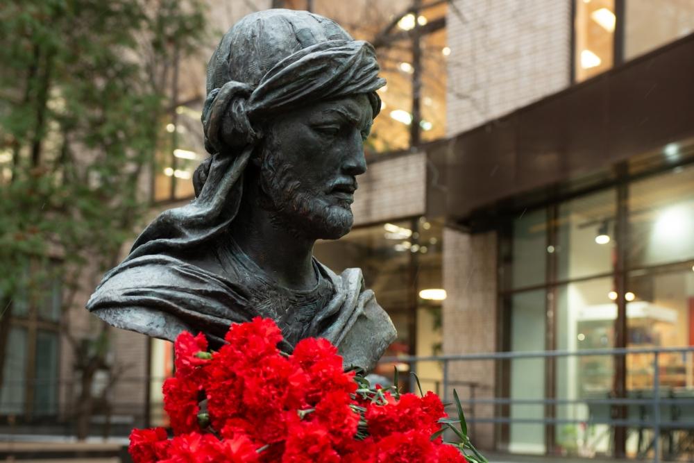 Moskvada dahi Azərbaycan şairi və mütəfəkkiri İmadəddin Nəsiminin heykəlinin açılışı olub
