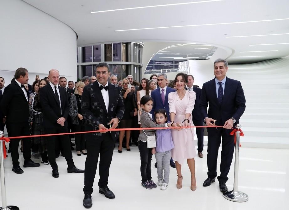 В Центре Гейдара Алиева открылась персональная выставка известного турецкого художника Ахмета Гюнештекина